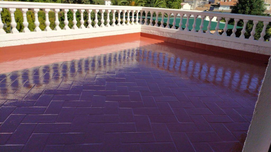 Impermeabilización de terraza con imprimación, membrana de poliuretano y barniz alifático