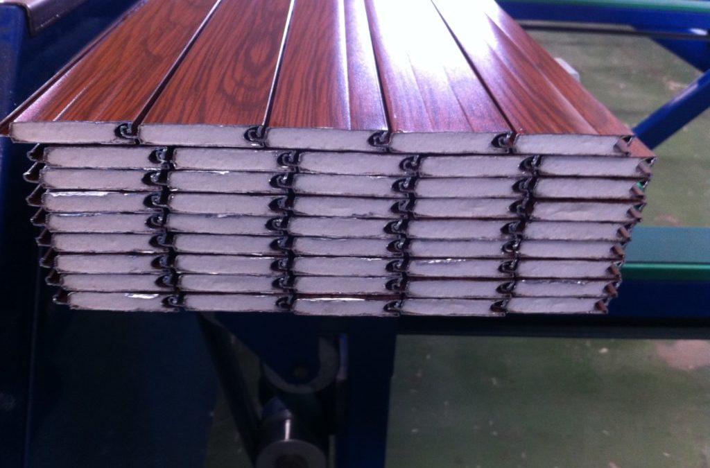 Diseñamos espumas de poliuretano a medida del fabricante de persianas